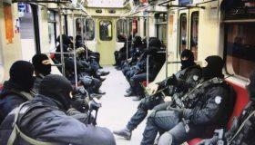 Прячутся от народа: полицейским и росгвардейцам запретили ездить на работу в форме