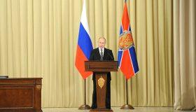 На всех уровнях власти: Путин обозначил чекистам главные направления борьбы с коррупцией
