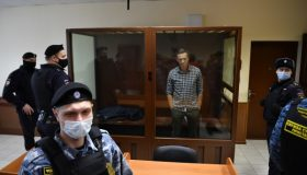 Хаматова и Ахеджакова обратились к Калашникову из-за здоровья Навального
