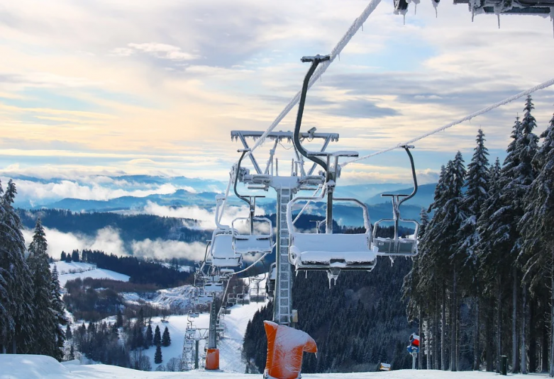 Новогодним увеличением цен 'порадовал' жителей ДФО популярный горнолыжный комплекс