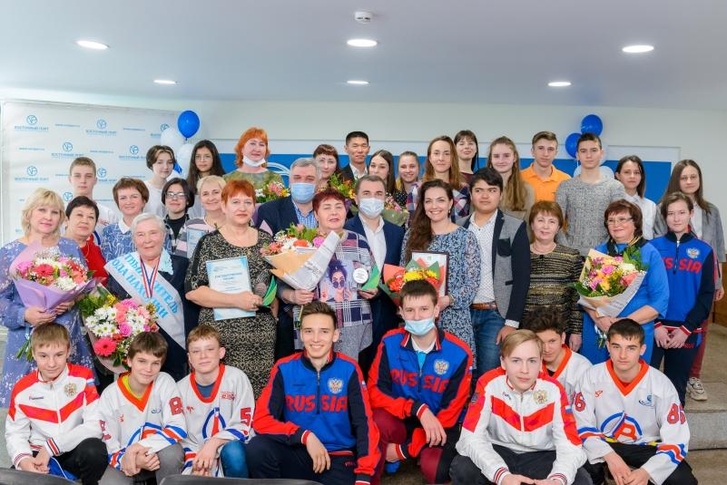 Фонд 'Восточный Порт' отметил день рождения вручением премии активным жителям Врангеля