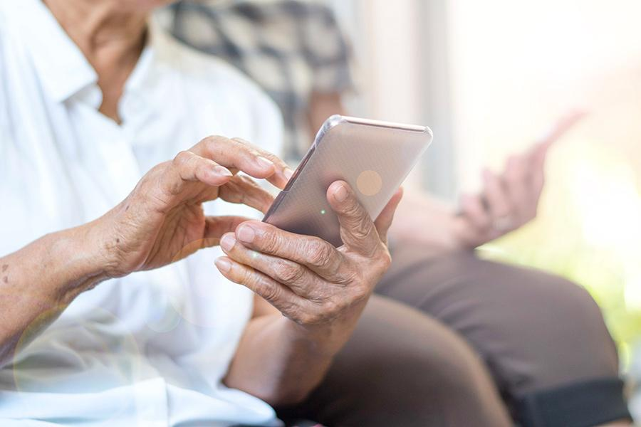 МегаФон предложил приморским пенсионерам постоянную скидку на связь
