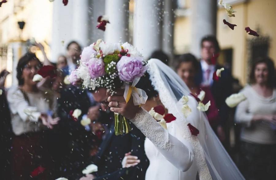 Жители Владивостока оценили стоимость свадьбы в 125 тыс. рублей