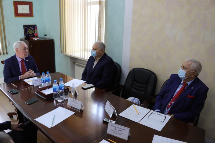 Во Владивостоке прошла встреча депутатов думы и руководства Администрации морских портов