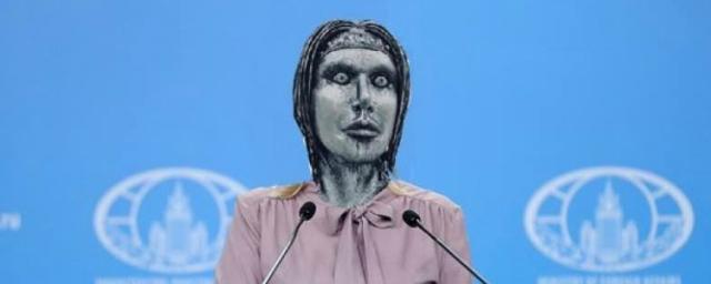МИД России предложил подарить Собчак шапку после ее коллажа с Марией Захаровой