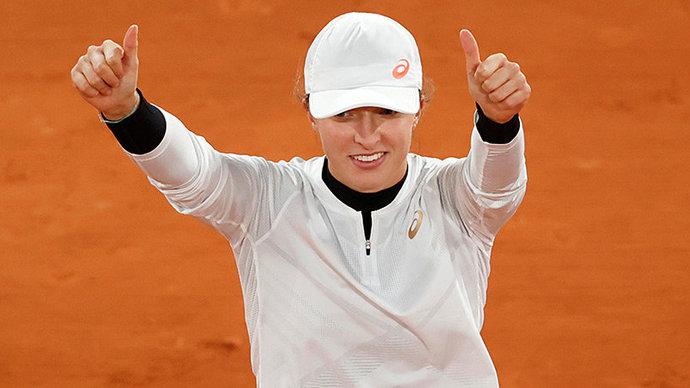 Швёнтек завоевала второй титул в карьере, победив на турнире в Аделаиде
