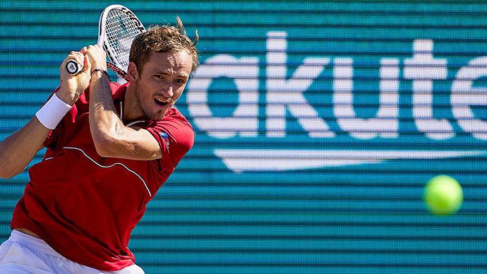 Медведев стал чемпионом турнира на Мальорке, впервые взяв титул на траве