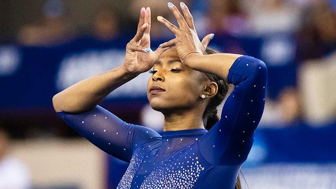 «Она сделала это снова!» Поразившая год назад сеть гимнастка из США показала новый номер под рэп-хиты