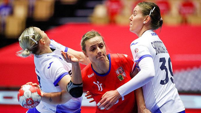 Россиянки досрочно вышли в основной раунд чемпионата Европы, обыграв Чехию