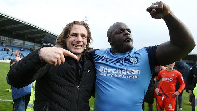 Самый сильный футболист в мире и тренер рок-звезда. Берегись, Моуринью, это «Уикомб»!
