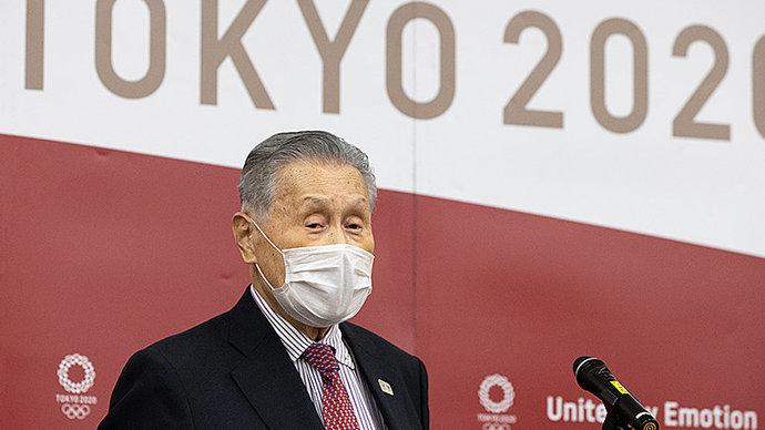 «Женщинам сложно перестать говорить, это раздражает». Главу оргкомитета Олимпиады в Токио обвинили в сексизме