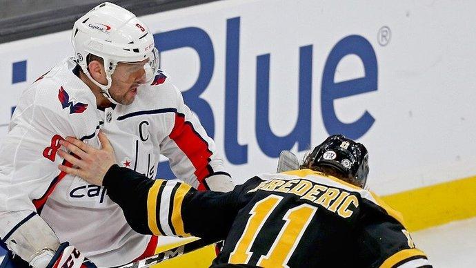 Овечкин получил максимальный штраф за удар в пах игрока «Бостона»