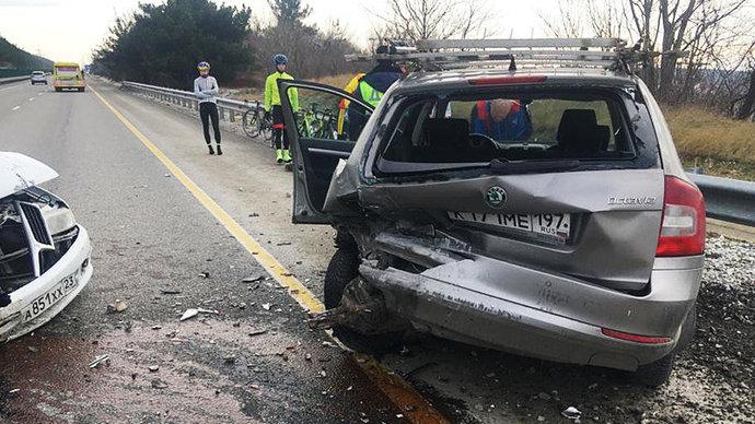Российские велогонщики попали в аварию в районе Геленджика (фото)