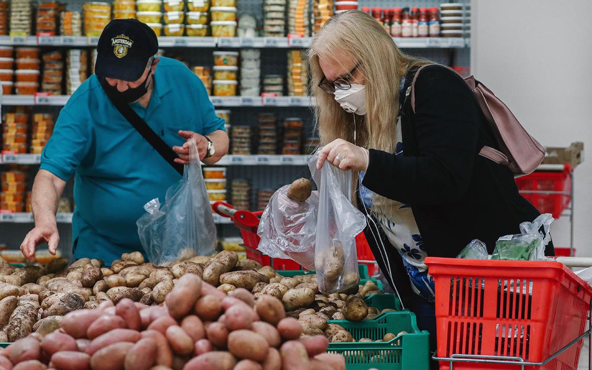 Власти потребуют от магазинов снизить цены на овощи после производителей