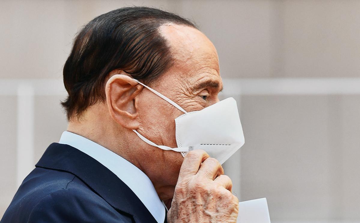 Берлускони выписали из больницы в Монако