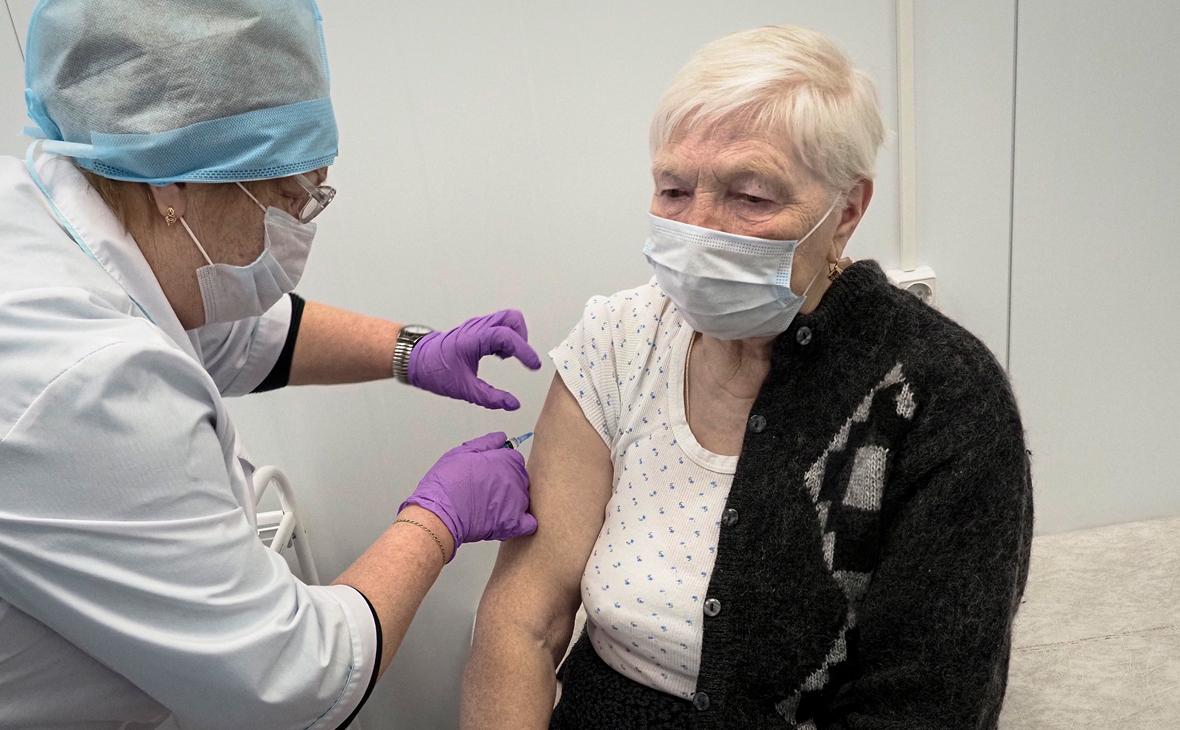 Мурашко заявил, что в нескольких регионах мало привитых пожилых людей