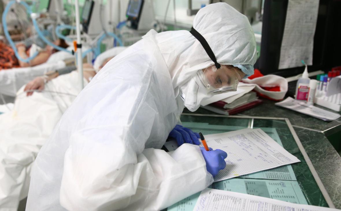 Смертность от COVID в России за сутки установила рекорд с начала года