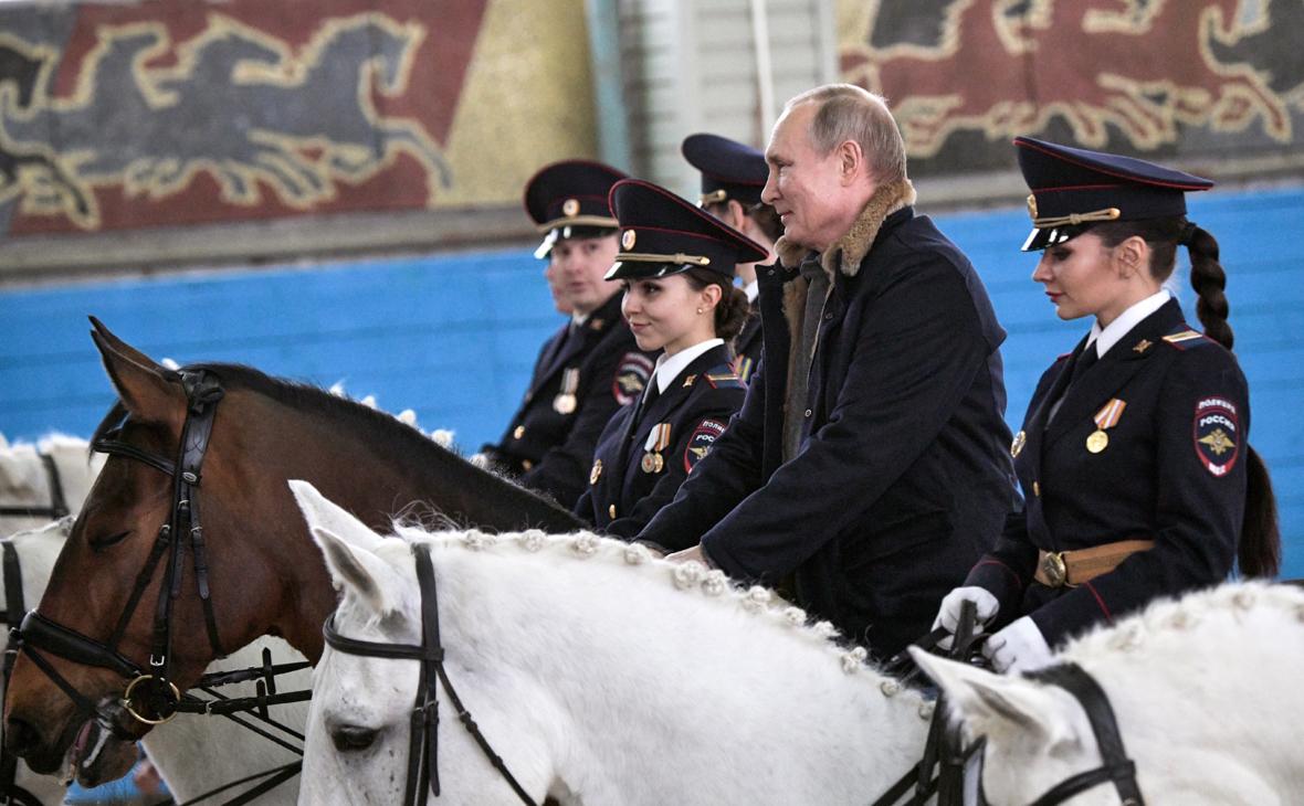 Путин рассказал о падении с лошади