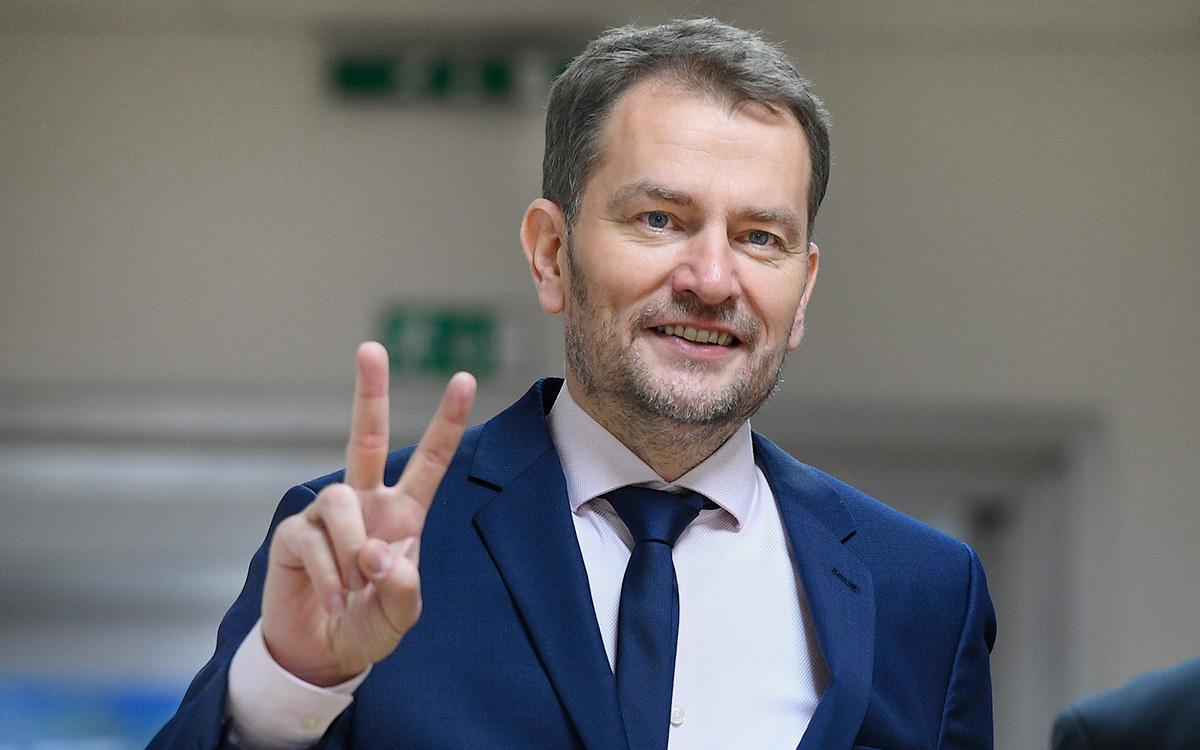 Премьер Словакии извинился за шутку о передаче части Украины за вакцину
