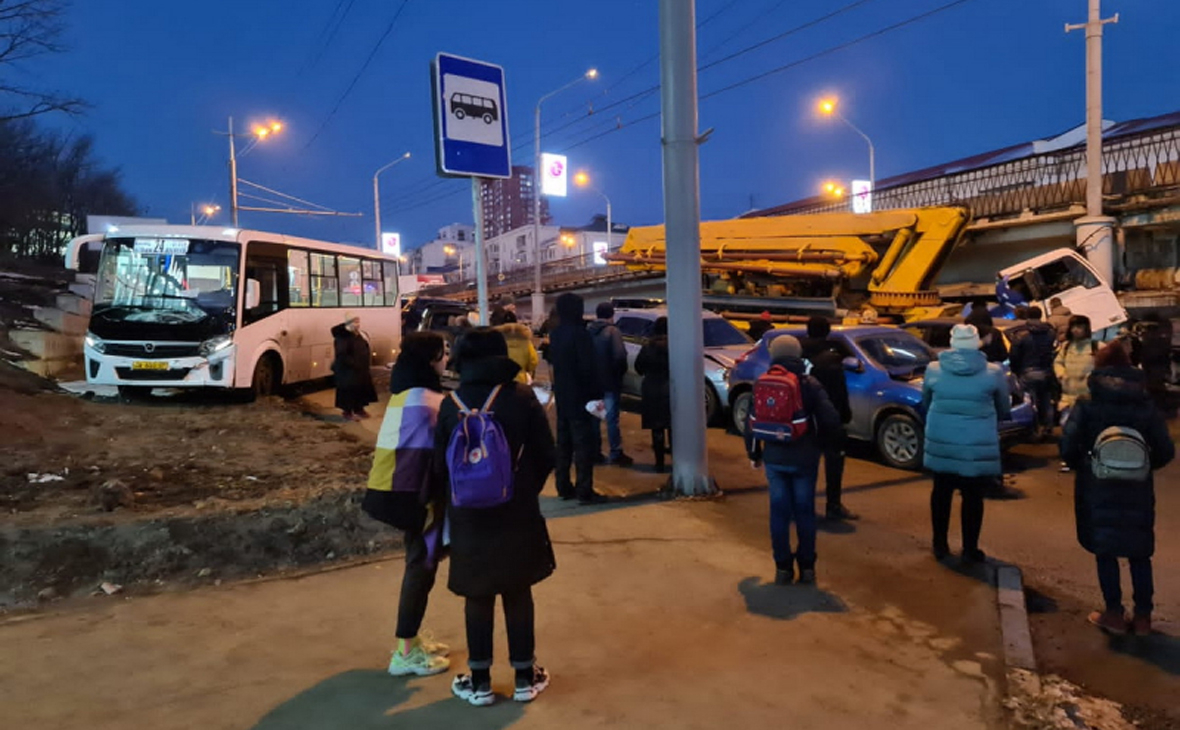 Во Владивостоке произошло ДТП с участием 16 автомобилей