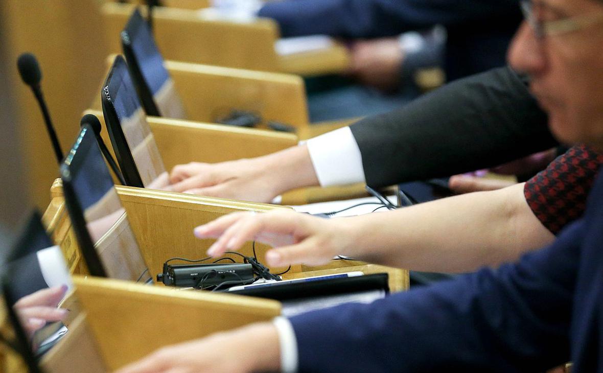 Госдума приняла закон о запрете финансирования митингов иностранцами