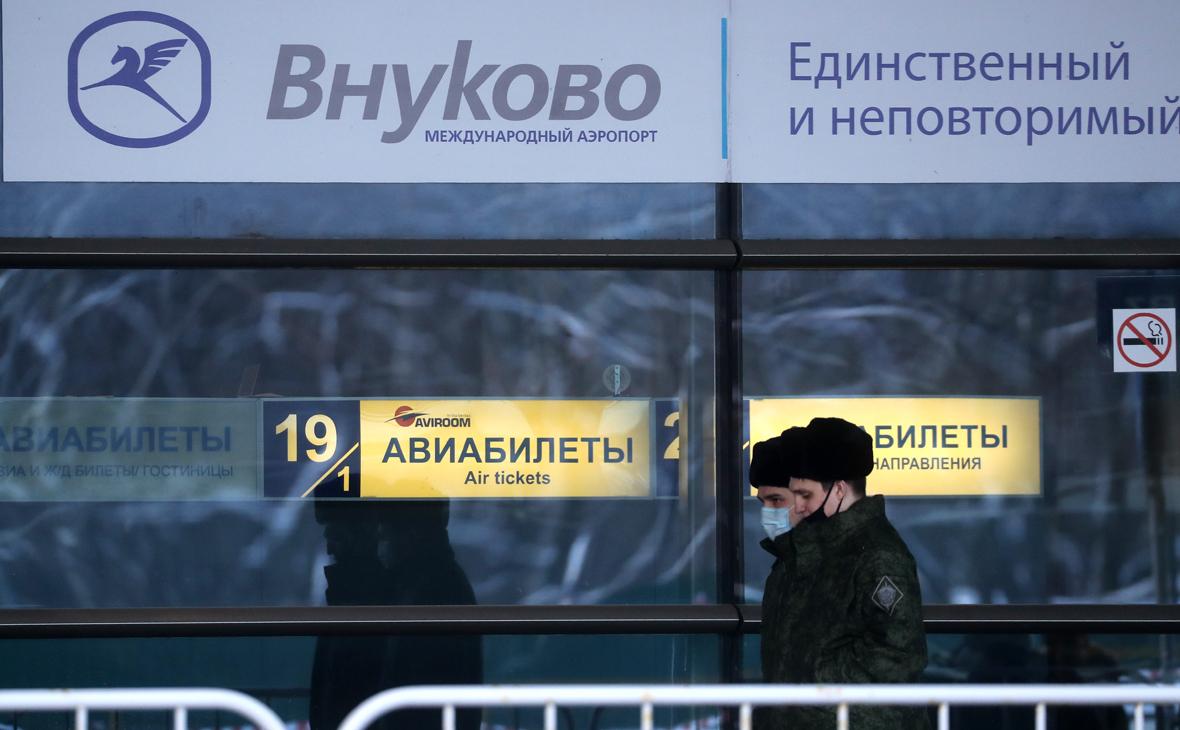 Во Внуково начали пропускать по билетам на самолет