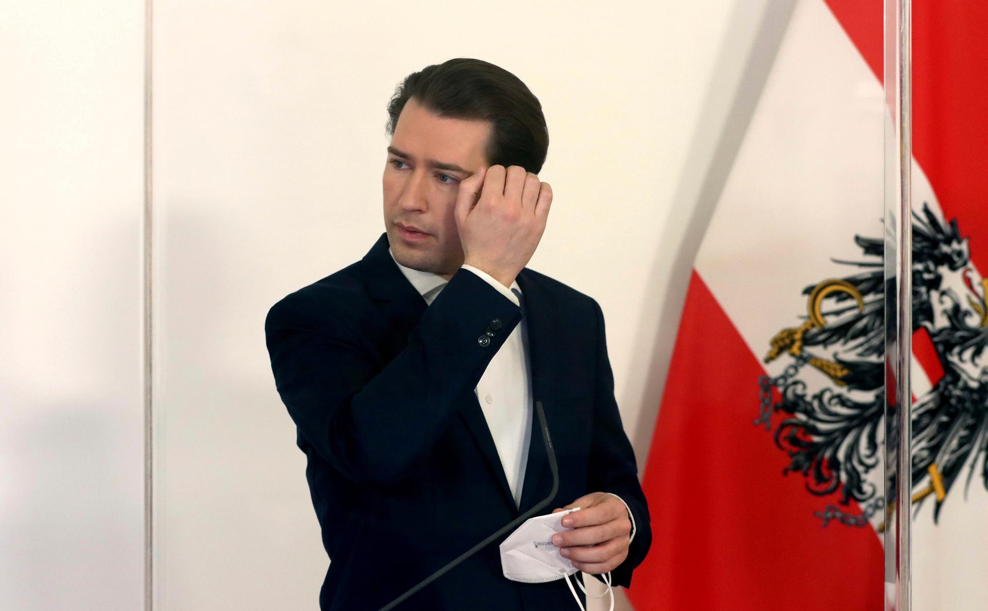 Канцлер Австрии призвал ускорить регистрацию «Спутника V» в Европе