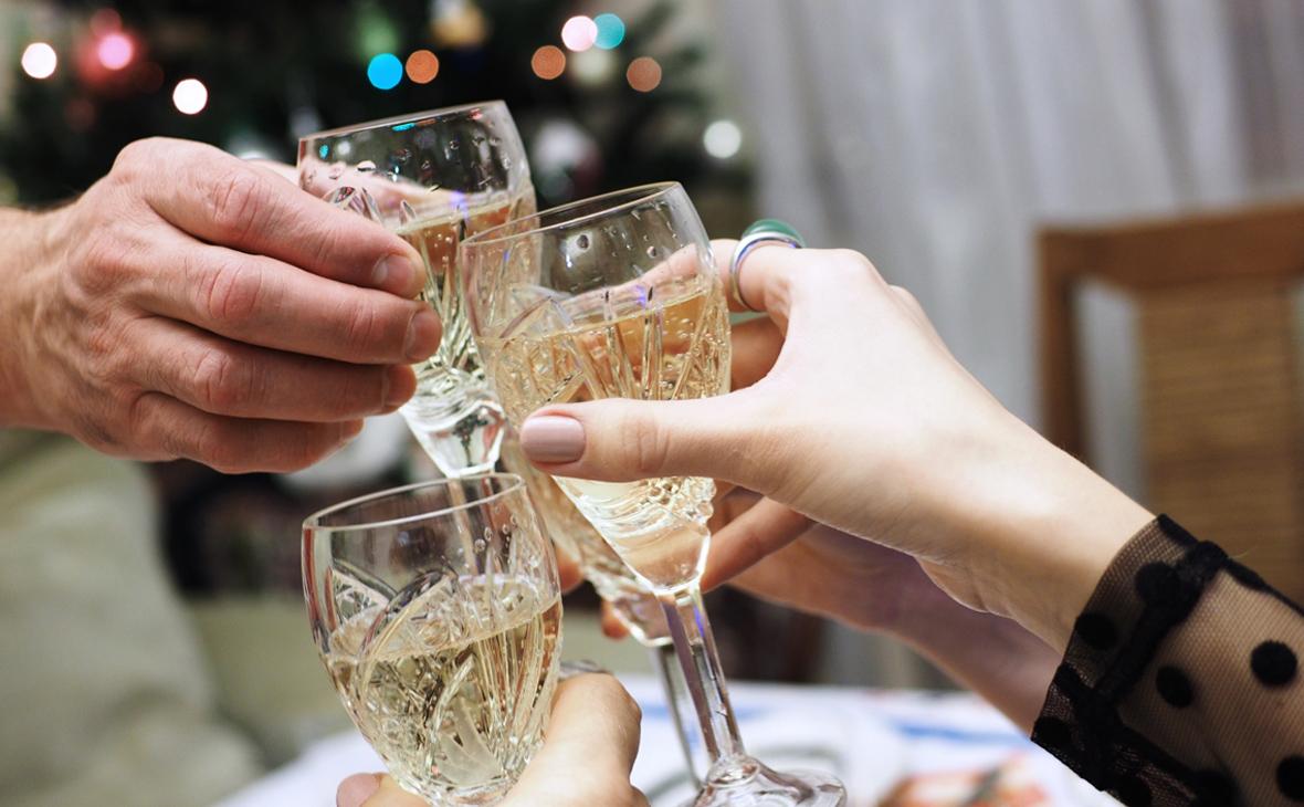 Собянин назвал рискованным традиционное новогоднее застолье на фоне COVID