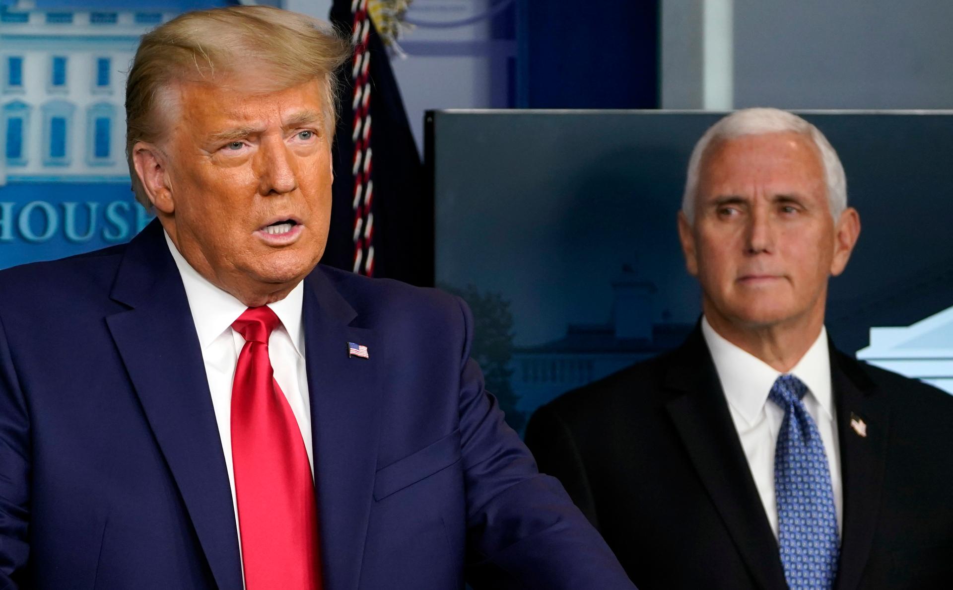CNN узнал об обсуждении Пенсом возможности отстранения Трампа