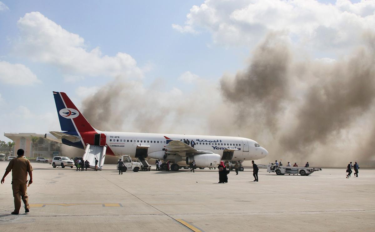 Аэропорт в Йемене обстреляли из минометов в момент прилета правительства
