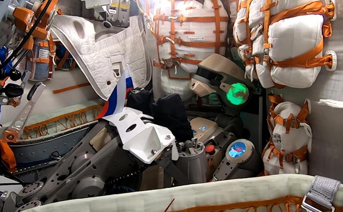 Рогозин счел «чушью» версию о причастности робота Федора к трещине на МКС