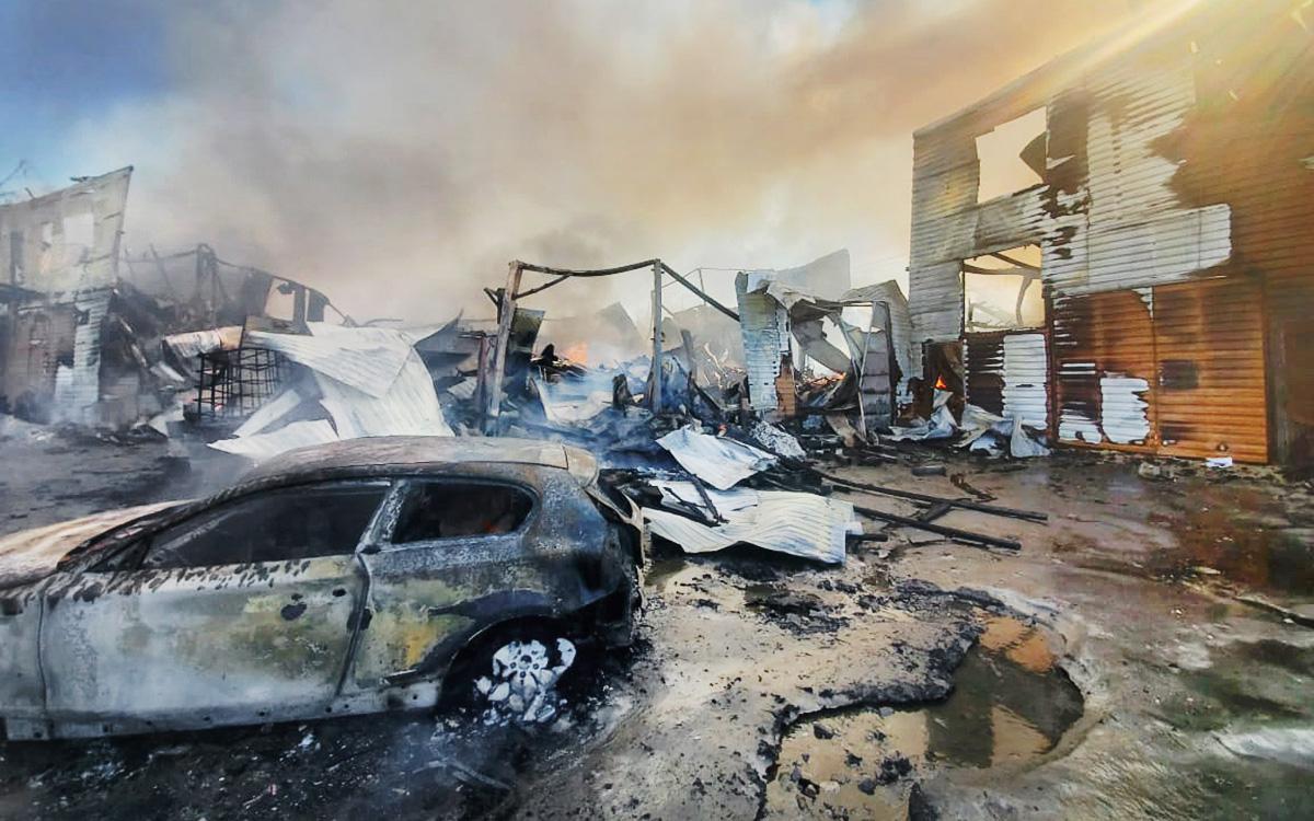 В Подмосковье сгорел автосервис и 22 автомобиля