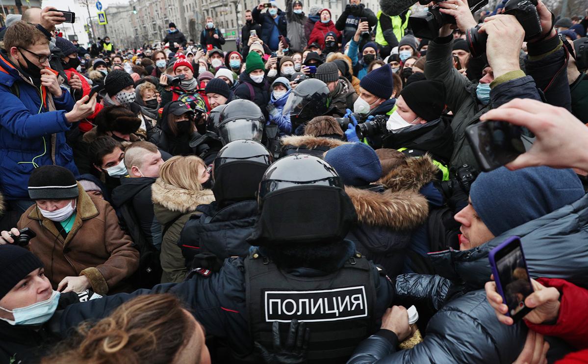 МИД призвал США не вмешиваться во внутренние дела из-за митингов