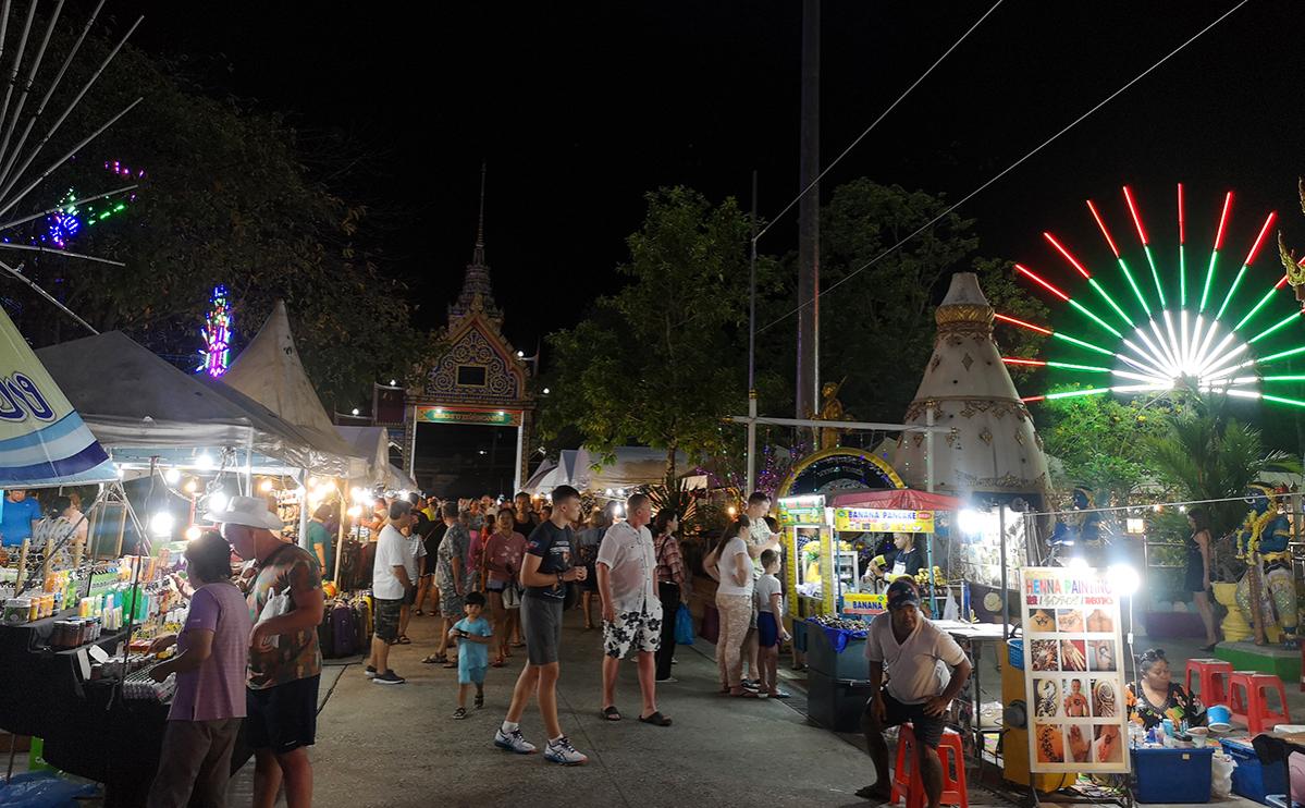Привившиеся туристы смогут с октября посетить Пхукет без карантина
