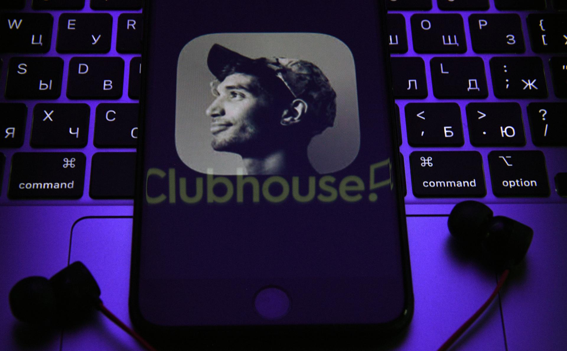 В Clubhouse стали появляться фейки известных людей. Что важно знать