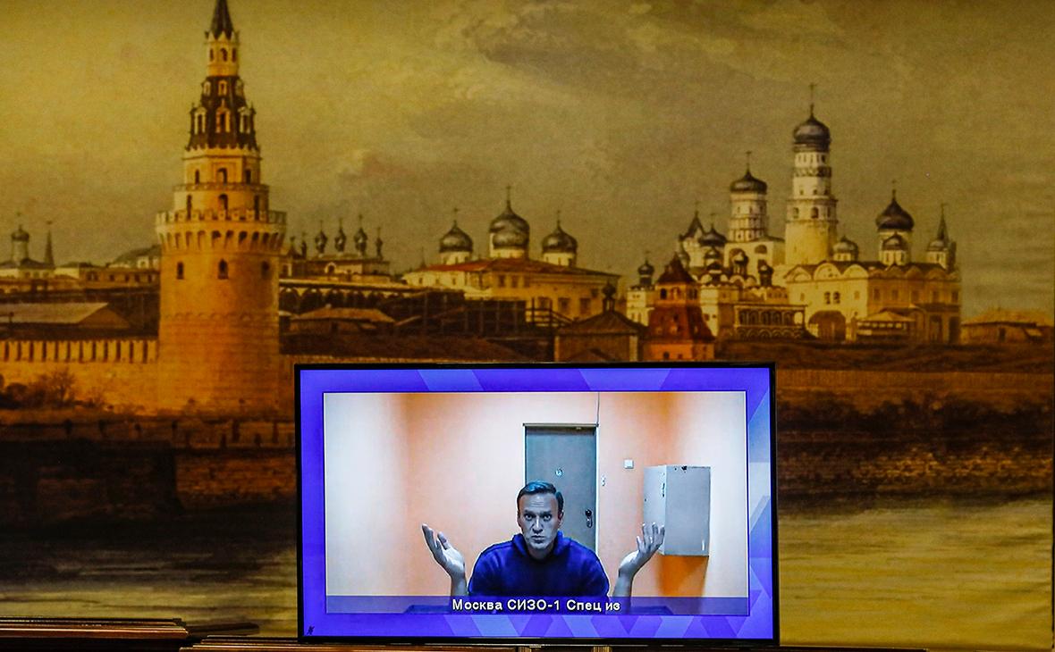 Навальный сообщил, что его поставили на учет как склонного к побегу