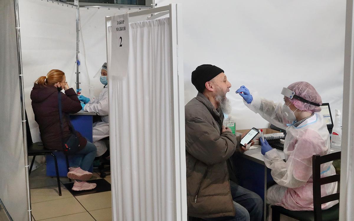 В России выявили менее 11 тыс. случаев COVID-19 за сутки