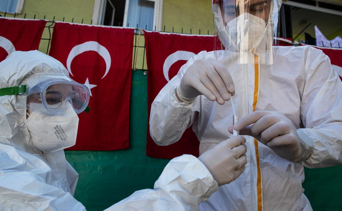 В Турции выявили 15 случаев заражения новым штаммом коронавируса