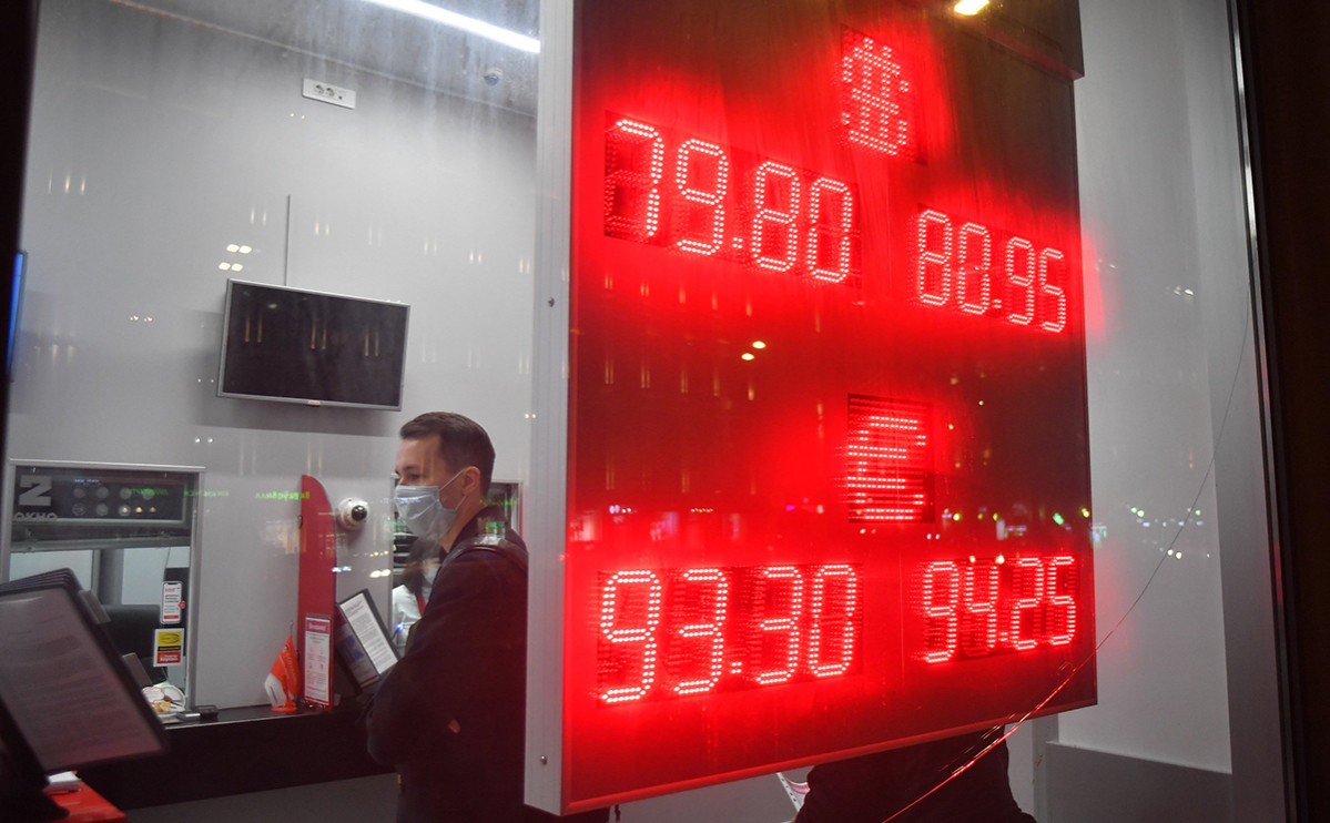 Под конец 2020 года россияне купили валюту почти на $5 млрд