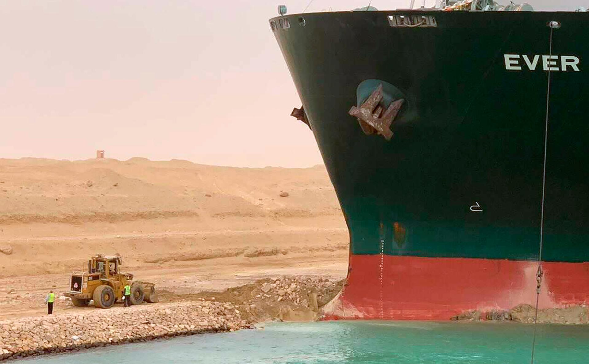 Сирия ограничила поставки топлива из-за застрявшего контейнеровоза