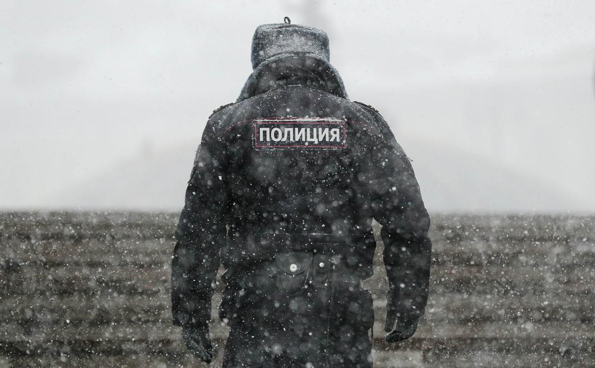 В Челябинске пьяный мужчина открыл стрельбу из окна дома