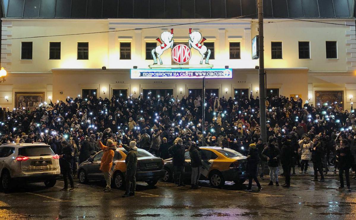 Силовики в Москве вытеснили протестующих с Цветного бульвара