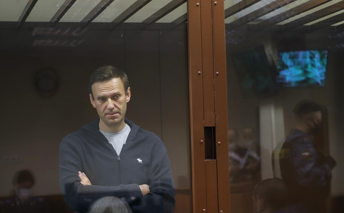 Защита Навального обжаловала приговор о замене условного срока реальным