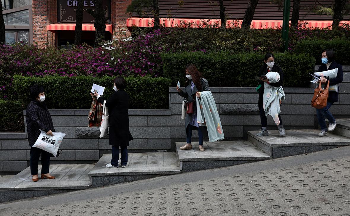 Власти Сеула запретили гражданам собираться компаниями более пяти человек