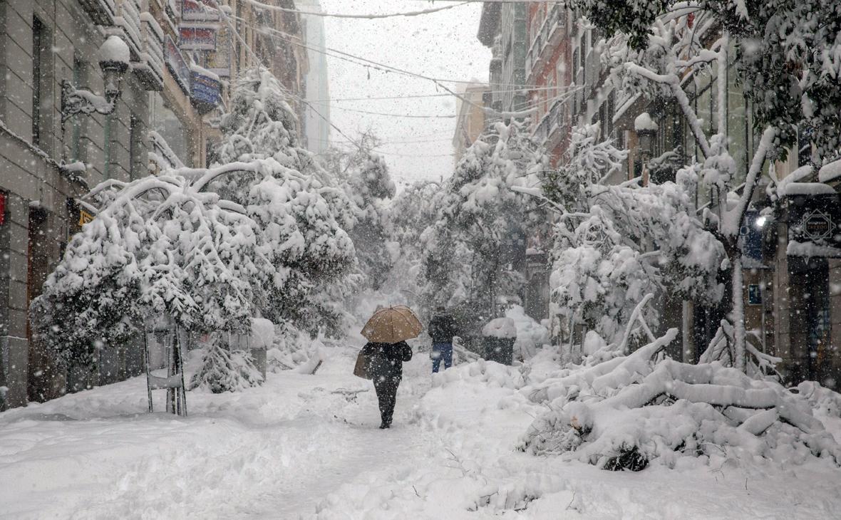 Три человека погибли во время сильнейшего за 50 лет снегопада в Испании