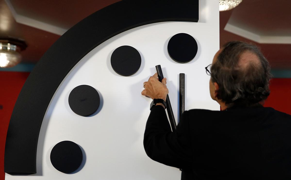 Стрелку Часов Судного дня оставили в 100 секундах от конца света