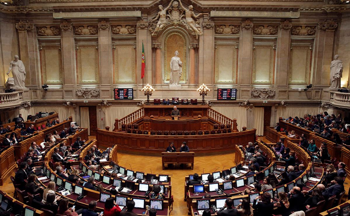 Парламент Португалии одобрил закон о легализации эвтаназии