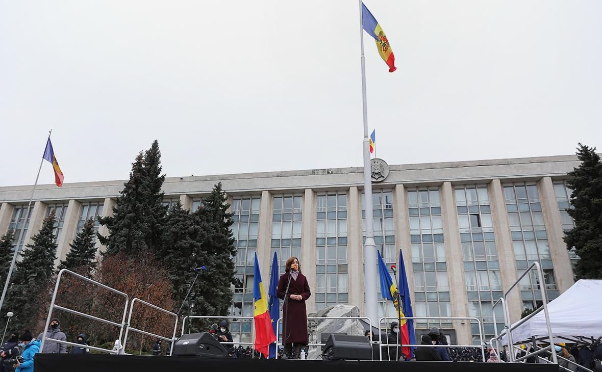 Санду потребовала отставки правительства Молдавии и досрочных выборов