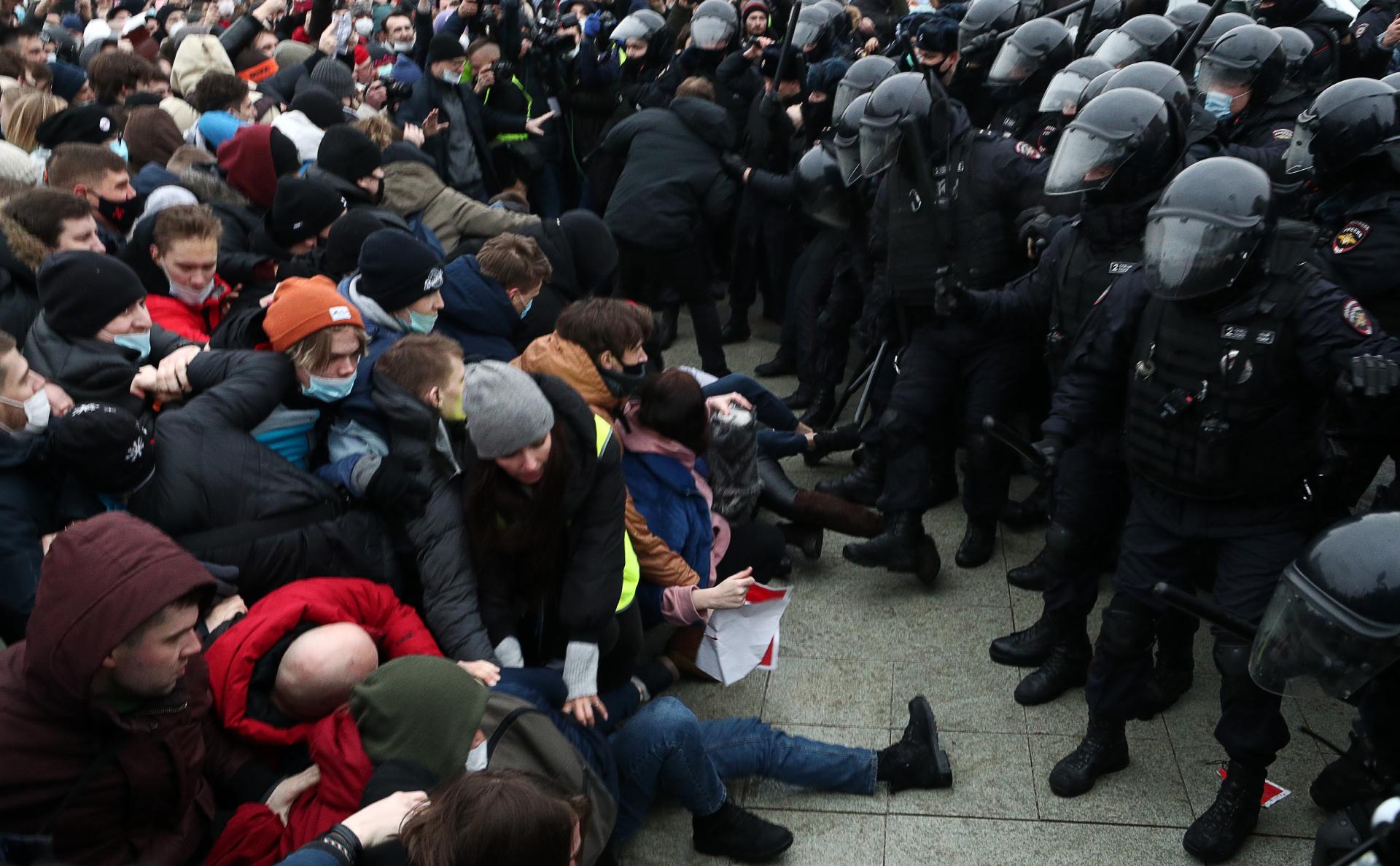 Депутат от Чечни пообещал участнику протестов решить проблемы с законом