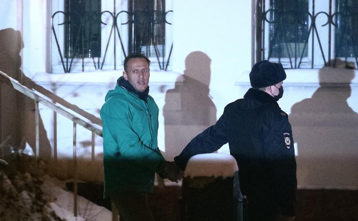 Меркель потребовала освободить Навального